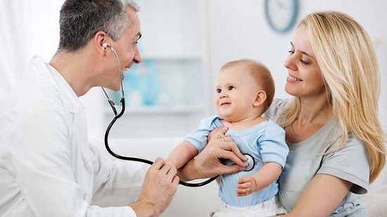 Bạn nên đến cơ sở chuyên khoa để thăm khám khi trẻ bị viêm phổi
