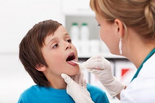 Người bệnh cần đi khám khi hơi thở hôi kéo dài để được chẩn đoán và điều trị đúng bệnh