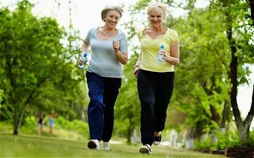 Người bệnh cần duy trì chế độ vận động hợp lý sẽ giúp tăng cường sức đề kháng, chống lại mầm bệnh