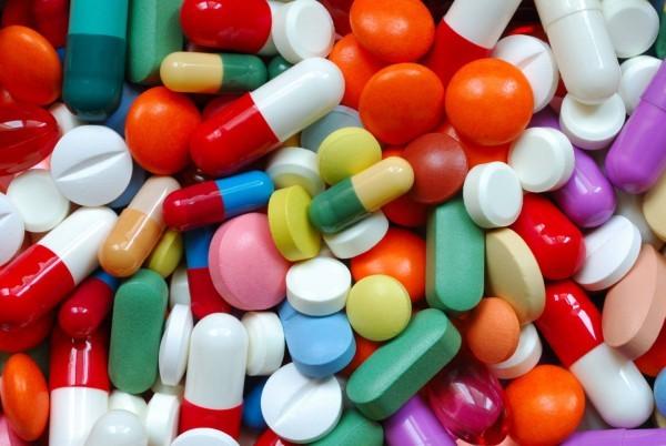 Các loại thuốc kháng sinh thường dùng để điều trị viêm phổi do virus là amoxycillin, ampicillin, penicillin, cephalosporin hoặc erythromycin, co-trimoxazol.