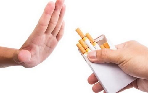 Đối với người chưa mắc viêm thanh quản cần chú ý không hút thuốc lá hoặc hít phải khói thuốc lá