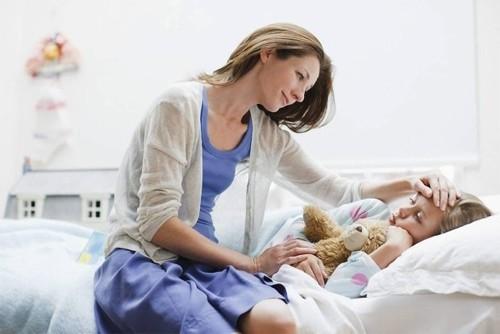 Tùy vào thể trạng sức khỏe của từng bé mà cha mẹ có biện pháp chăm sóc trẻ phù hợp