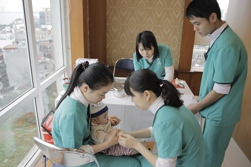 Tùy vào tình trạng và mức độ bệnh của trẻ sẽ có biện pháp điều trị và chăm sóc hợp lý