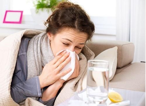 Người bệnh cần tuân thủ theo đúng loại thuốc chỉ định của bác sĩ để loại bỏ sớm cảm lạnh ra khỏi cơ thể