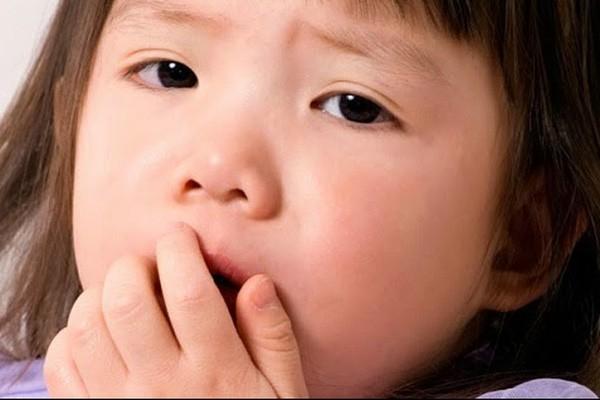 Các trẻ lớn bị bệnh phổi hạn chế có thể làm cho nhịp thở nhanh hơn và trẻ thở nông hơn