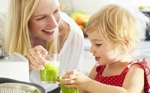Bên cạnh việc tuân thủ theo phác đồ điều trị của bác sĩ, cha mẹ cần chú ý bổ sung đầy đủ dinh dưỡng cho trẻ để cải thiện sớm bệnh