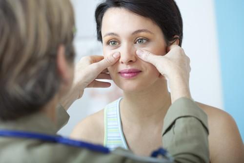 Bạn nên đến cơ sở chuyên khoa để thăm khám khi có dấu hiệu viêm xoang