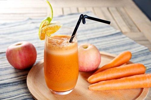 Cà rốt chứa hàm lượng cao chất carotene và lutein không chỉ ung thư phổi mà có thể làm giảm nguy cơ mà các bệnh ung thư khác. Các chất này còn tác dụng rất tốt trong giảm viêm phổi và loại bỏ dịch nhầy làm sạch phổi.