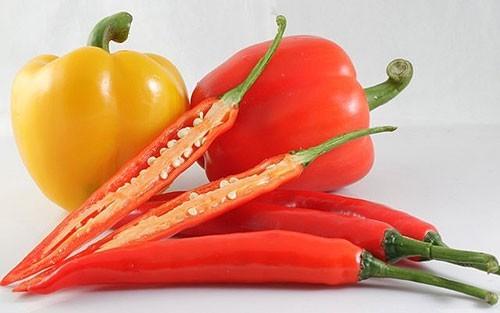 Ớt giàu vitamin A và C và là thực phẩm tuyệt vời cho hệ miễn dịch, chống nhiễm trùng. Nó cũng kích thích việc bài tiết dịch, nhất là ở phổi.