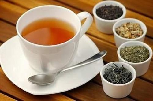 Có rất nhiều loại trà thảo dược tốt cho phổi như hạt hồi, bạc hà và cây thổ mộc hương. Chúng có tác dụng giảm ho bằng cách làm loãng dịch nhầy trong phổi.