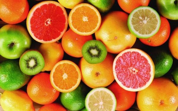 Vitamin C mang lại nhiều lợi ích thiết thực cho người bị viêm phổi. Để bổ sung đủ lượng vitamin C cho cơ thể, bạn nên thường xuyên tiêu thụ các loại thực phẩm giàu vitamin C như dâu tây, ổi, cà chua… trong chế độ ăn hàng ngày.