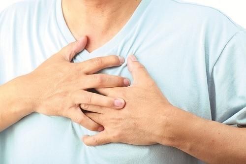 Triệu chứng tràn dịch màng phổi thường gặp là đau ngực, khó thở, ho