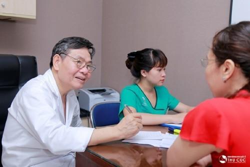 BS. Đoàn Hữu Nghị trực tiếp tư vấn tầm soát ung thư tại Bệnh viện Đa khoa Quốc tế Thu Cúc.