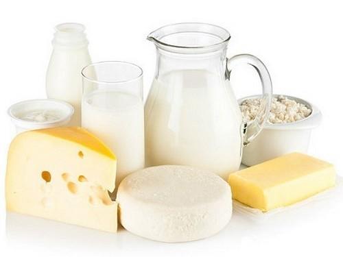 Người bệnh viêm phế quản nên kiêng ăn những thực phẩm từ sữa như sữa nguyên chất, bơ, pho mát vì có thể khiến bệnh nặng hơn