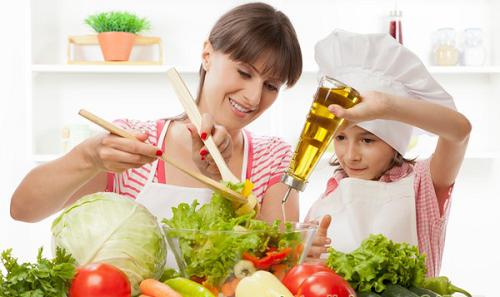 Bên cạnh việc dùng thuốc điều trị viêm phế quản mạn tính, người bệnh nên ăn nhiều rau xanh và những thực phẩm giàu dinh dưỡng