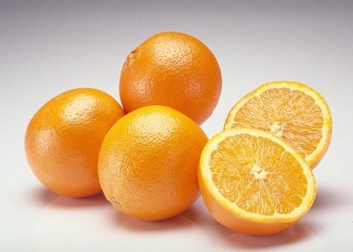 Những loại trái cây họ cam quýt thơm ngon  rất giàu vitamin C, có thể giúp cải thiện sức khỏe của mô mắt.