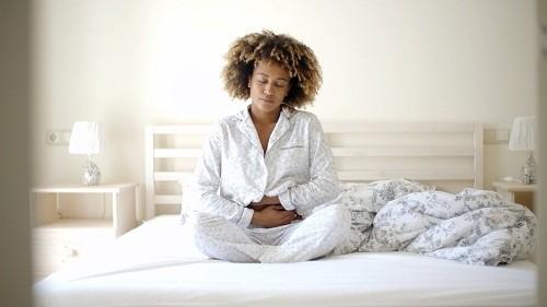<em>Nếu không điều trị, ợ nóng vào ban đêm có thể gây rối loạn giấc ngủ và có khả năng gây ra mệt mỏi vào ban ngày.</em>