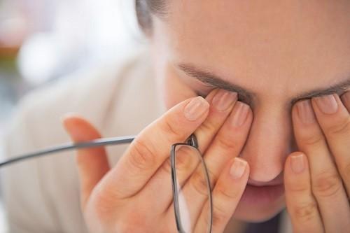 Viêm giác mạc là bệnh về mắt rất phổ biến, có thể làm giảm thị lực của người bệnh,thậm chí có thể gây mù lòa nếu không được điều trị kịp thời