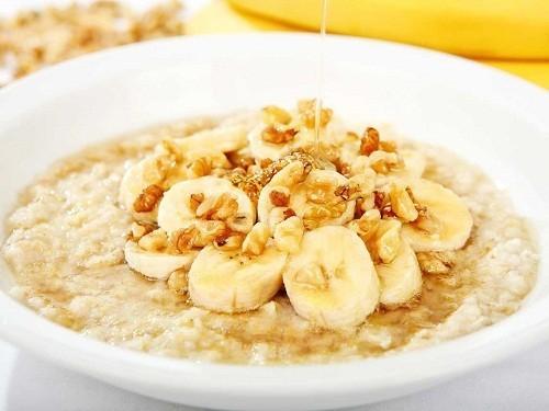 Bột yến mạch rất giàu chất xơ, vì thế ăn bột yến mạch vào bữa sáng sẽ cung cấp năng lượng suốt buổi sáng cho cơ thể.