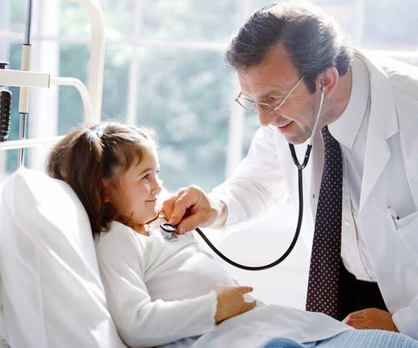 Người bệnh cần được thăm khám bác sĩ để được điều trị kịp thời trước khi bệnh gây biến chứng nặng
