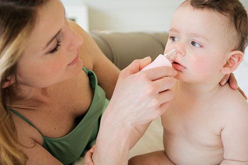 Cha mẹ cần có chế độ chăm sóc trẻ phù hợp để bảo vệ trẻ khỏi nguy cơ mắc các bệnh về đường hô hấp