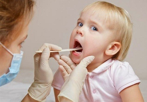 Bạn nên đến cơ sở chuyên khoa để được thăm khám và điều trị khi có dấu hiệu viêm VA