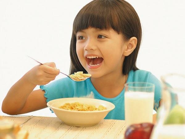 Tăng cường sức đề kháng và củng cố hệ miễn dịch cho bé sau khi ốm dậy là rất quan trọng.