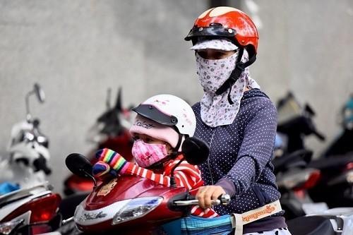 Người bệnh cần giữ ấm cơ thể khi thời tiết chuyển mùa, tránh hít phải khói bụi bẩn...sẽ ngăn ngừa bệnh tái phát