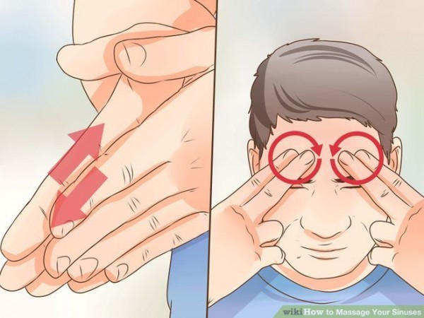 Dùng ngón trỏ ấn vào khóe trong mắt sau đó vuốt dọc xuống dưới hướng về phía cánh mũi giúp mủ bên trong di chuyển xuống.