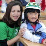 Ngày 15/12: BV Thu Cúc tặng mũ bảo hiểm tại 3 trường tiểu học Xuân La, Chu Văn An, Gia Thụy