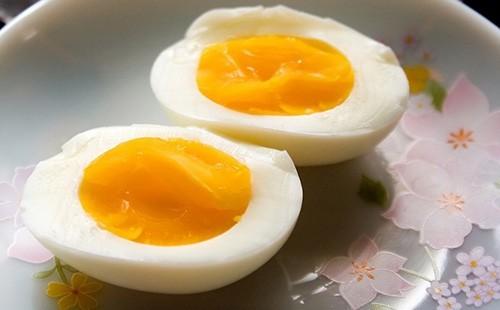 Trứng chứa đầy đủ các chất dinh dưỡng khỏe mạnh, đặc biệt là giàu protein rất tốt cho người bệnh phổi tắc nghẽn mạn tính