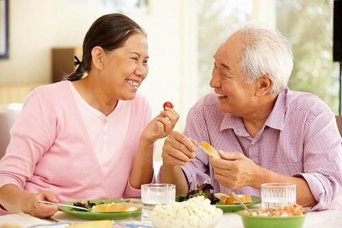 Ngoài ra người bệnh nên chia nhỏ bữa ăn trong ngày, ăn đầy đủ các chất dinh dưỡng khi bị bệnh