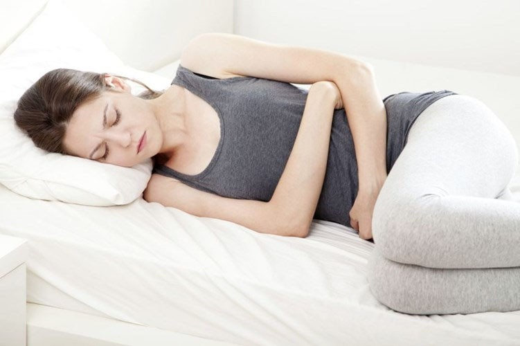 Các triệu chứng của u xơ tử cung bao gồm đau khi quan hệ tình dục, kinh nguyệt kéo dài, táo bón và trướng bụng.