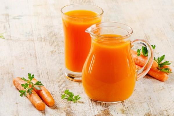 Ngoài tác dụng cung cấp chất dinh dưỡng, làm đẹp thì cà rốt còn là loại thuốc chữa bệnh viêm họng hữu hiệu. Một ly nước ép cà rốt trước khi đi ngủ là cách chữa bệnh viêm họng hiệu quả, an toàn.