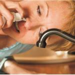 Rửa mũi đúng cách để giảm các triệu chứng cảm lạnh, dị ứng