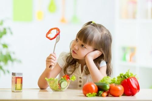 Cần có chế độ chăm sóc trẻ hợp lý, đảm bảo đầy đủ dinh dưỡng sẽ giúp cải thiện sớm bệnh