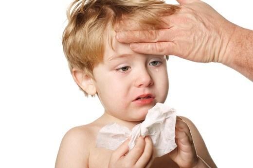 Nhiễm trùng đường hô hấp thường gặp ở trẻ đang tập đi vì hệ miễn dịch của trẻ chưa phát triển.