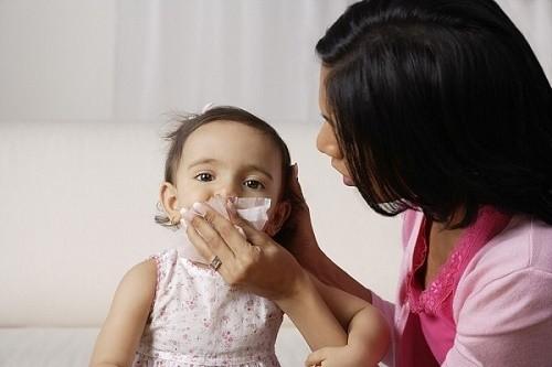 Bệnh viêm đường hô hấp trên ở trẻ thường bùng phát khi thời tiết thay đổi