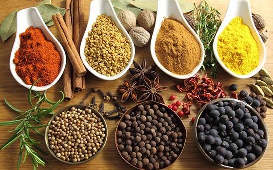 Ớt, hạt tiêu,… là nguyên nhân gây kích thích niêm mạc phế quản dẫn tới tình trạng ho không dứt. Vì vậy, người bị viêm phế quản tuyệt đối không nên sử dụng gia vị này trong bữa ăn hàng ngày.