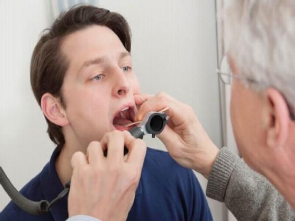 Bạn nên đến cơ sở chuyên khoa để thăm khám khi bị cảm cúm