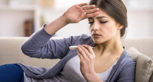 Bệnh phổi thường sốt thành từng cơn hay sốt liên tục cả ngày