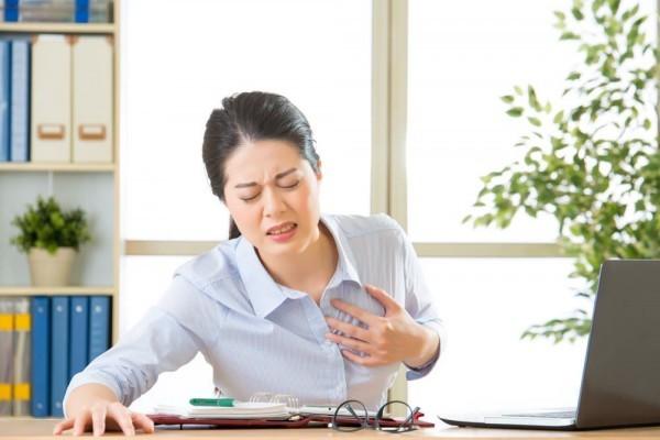Tràn khí màng phổi nếu không được điều trị kịp thời có thể gây chèn tim