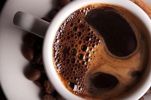 Nếu uống quá nhiều caffeine lại gây ra tác dụng ngược lại, khiến cơn đau nửa đầu xuất hiện về sau