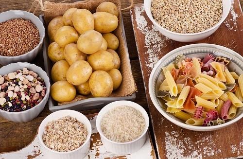 Tăng giảm lượng đường trong máu đột ngột do ăn thực phẩm có chứa carbonhydrate đơn giản có thể dẫn đến đau đầu và đau nửa đầu