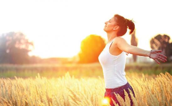 Phơi nắng mỗi ngày rất tốt cho xương khớp