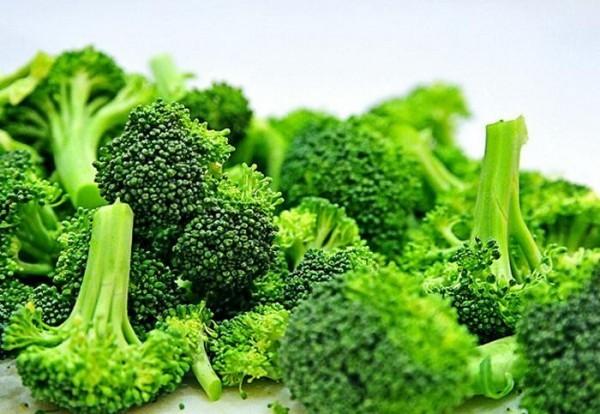 Bạn nên bổ sung các loại rau xanh để hạn chế đầy hơi