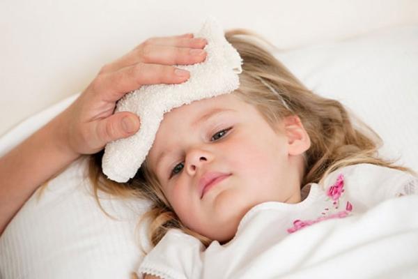 Trẻ mắc bệnh hô hấp thường có triệu chứng sốt