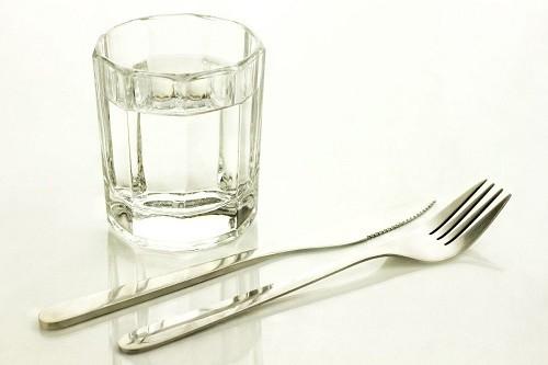 Không chỉ cần lưu ý tới thực phẩm, việc bỏ bữa hàng ngày cũng có thể gây kích thích chứng đau nửa đầu.