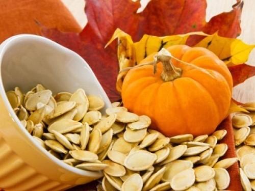 Bệnh nhân ho nhiều có thể ăn thêm các loại như: hạnh nhân, hạt bí đao, hạt đào có tác dụng nhuận phổi giảm ho, có thể dùng ăn vặt hàng ngày.