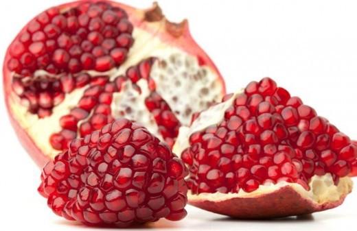 Lựu rất giàu chất chống oxy hóa, giúp ngăn ngừa sự hình thành các khối u ở phổi. Đây cũng là những thực phẩm tuyệt vời để điều trị các vấn đề về hô hấp.